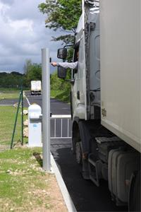 Accès camion sur un site industriel